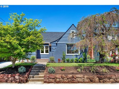 Portland Single Family Home For Sale: 2825 NE Schuyler St