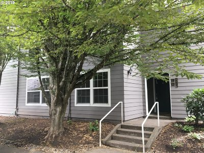 Tigard, Tualatin, Sherwood, Lake Oswego, Wilsonville Condo/Townhouse For Sale: 8510 SW Curry Dr #D