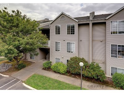 Beaverton Condo/Townhouse For Sale: 6150 SW Alice Ln #302A