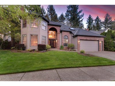 Lake Oswego Single Family Home For Sale: 15585 Manchester Dr