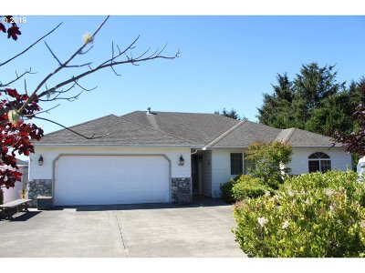 Lincoln City Single Family Home For Sale: 5047 NE Voyage Ave