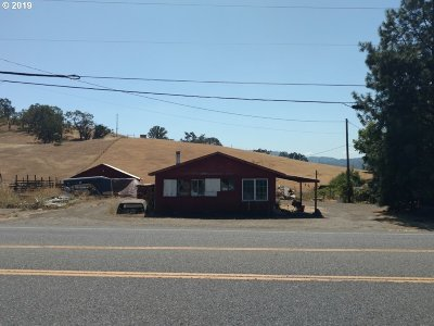 Roseburg Single Family Home For Sale: 122 Jones Rd
