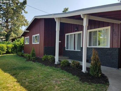 Roseburg Single Family Home For Sale: 235 W Center St