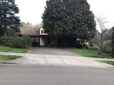 West Linn Single Family Home For Sale: 19310 Suncrest Dr