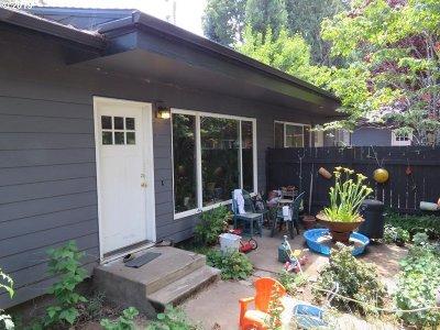 Clackamas County, Multnomah County, Washington County Multi Family Home For Sale: 4532 SE 29th Ave