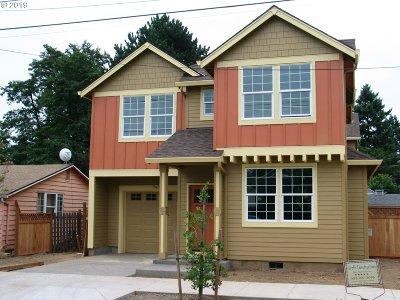 Single Family Home For Sale: 7402 SE Evergreen St
