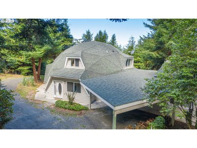 North Bend Single Family Home For Sale: 70362 Stage Rd