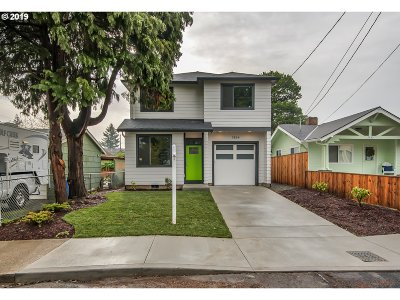 Portland Single Family Home For Sale: 7854 SE Reedway St