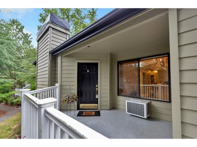 Lake Oswego Condo/Townhouse For Sale: 5054 Foothills Dr #C