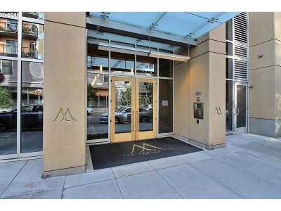 Portland Condo/Townhouse For Sale: 3570 SW River Pkwy #1903