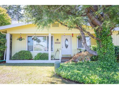 North Bend Single Family Home For Sale: 2090 Oak