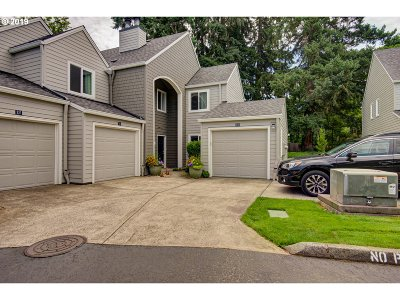 Lake Oswego Condo/Townhouse For Sale: 5225 Jean Rd #514