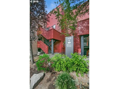 Portland Condo/Townhouse For Sale: 730 NW Naito Pkwy #E23