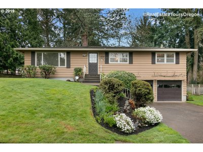 Beaverton Single Family Home For Sale: 10280 SW Crestwood Dr