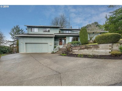 Lake Oswego Single Family Home For Sale: 2822 Orchard Hill Pl