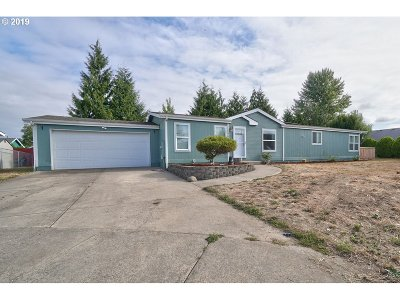 Molalla Single Family Home For Sale: 743 Saint James Pl