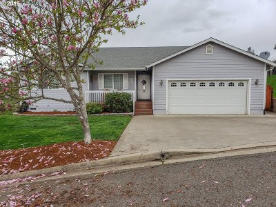 Roseburg OR Single Family Home For Sale: $236,500