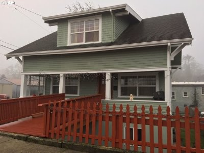 St. Helens Single Family Home For Sale: 197 S 3rd St