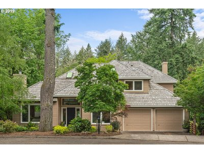 Lake Oswego Single Family Home For Sale: 18124 Pioneer Ct