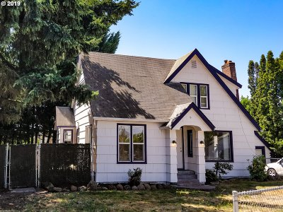 Salem Single Family Home For Sale: 2094 Center St