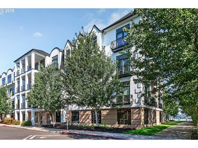 Multnomah County Condo/Townhouse For Sale: 707 N Hayden Island Dr #328