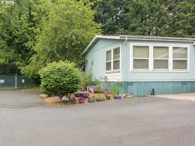 Clackamas County Single Family Home For Sale: 38475 Strawbridge Pkwy #30