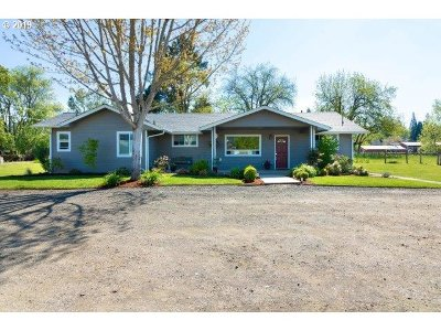 Roseburg Single Family Home For Sale: 212 Labrie Rd