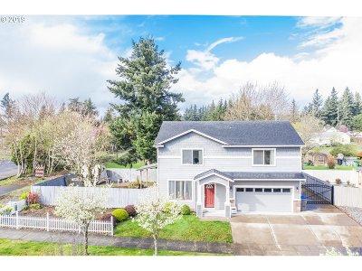Single Family Home For Sale: 14011 SE Alder St