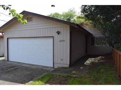 North Bend Single Family Home For Sale: 2375 State