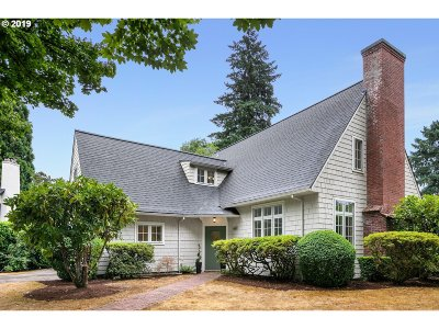 Portland Single Family Home For Sale: 660 SE Saint Andrews Dr