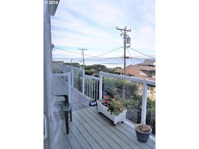 Lincoln City Condo/Townhouse For Sale: 4239 SW Hwy 101 #18