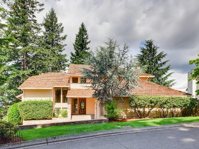 Lake Oswego Single Family Home For Sale: 75 Nansen Smt