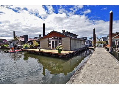 Multnomah County Single Family Home For Sale: 11668 N Island Cove Ln