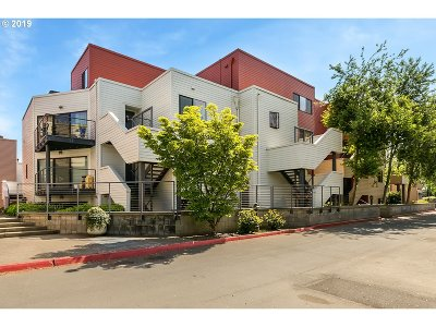 Condo/Townhouse For Sale: 606 NW Naito Pkwy