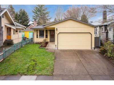 Portland Single Family Home For Sale: 2607 SE 35th Ave