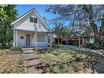 Single Family Home For Sale: 5823 SE Francis St