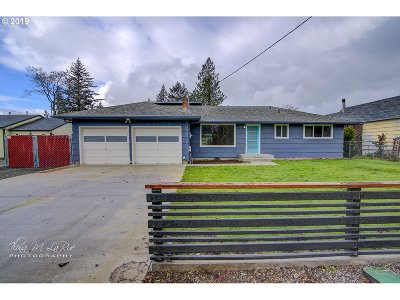Portland Single Family Home For Sale: 2405 SE 156th Ave