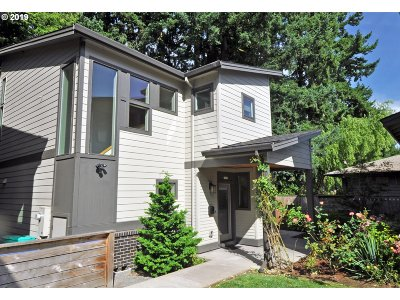 Portland Single Family Home For Sale: 7655 SE Sherman Ct
