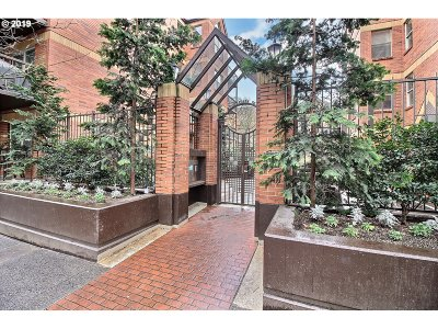 Condo/Townhouse For Sale: 1500 SW Park Ave #232