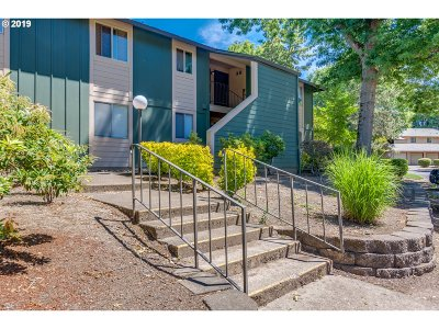 Portland Condo/Townhouse For Sale: 12638 NW Barnes Rd #9