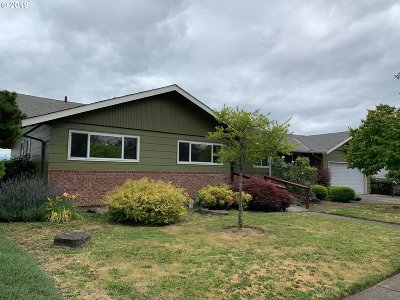 Portland Single Family Home For Sale: 12531 NE Rose Pkwy