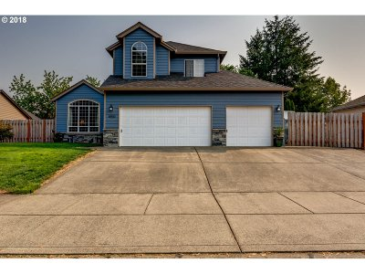 Clackamas County Single Family Home For Sale: 18910 Highland Dr