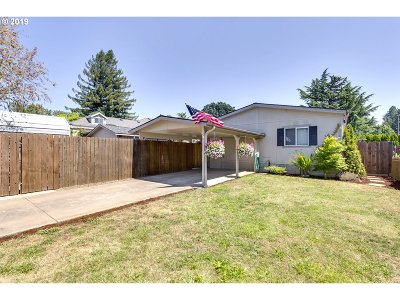 Estacada Single Family Home For Sale: 574 NW Wade St
