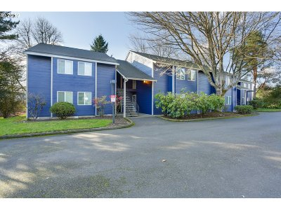Tualatin Condo/Townhouse For Sale: 9770 SW Tualatin Rd