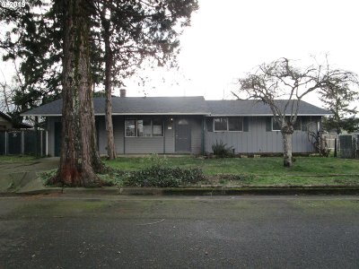 Clackamas County, Multnomah County, Washington County, Clark County, Cowlitz County Single Family Home For Sale: 708 E 7th St
