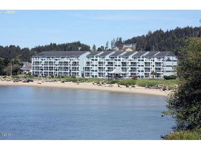Condo/Townhouse For Sale: 5201 SW Hwy 101 #403
