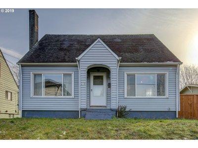 Single Family Home For Sale: 214 NE Russet St