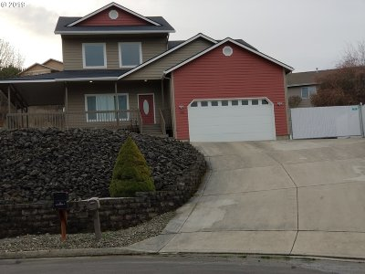Roseburg Single Family Home For Sale: 135 Quincetree Ct