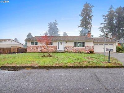 Gresham Single Family Home For Sale: 120 NE 22nd St