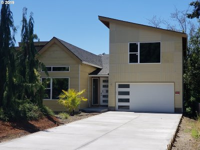 Hillsboro Single Family Home For Sale: 205 NW Quail Gardens Pl